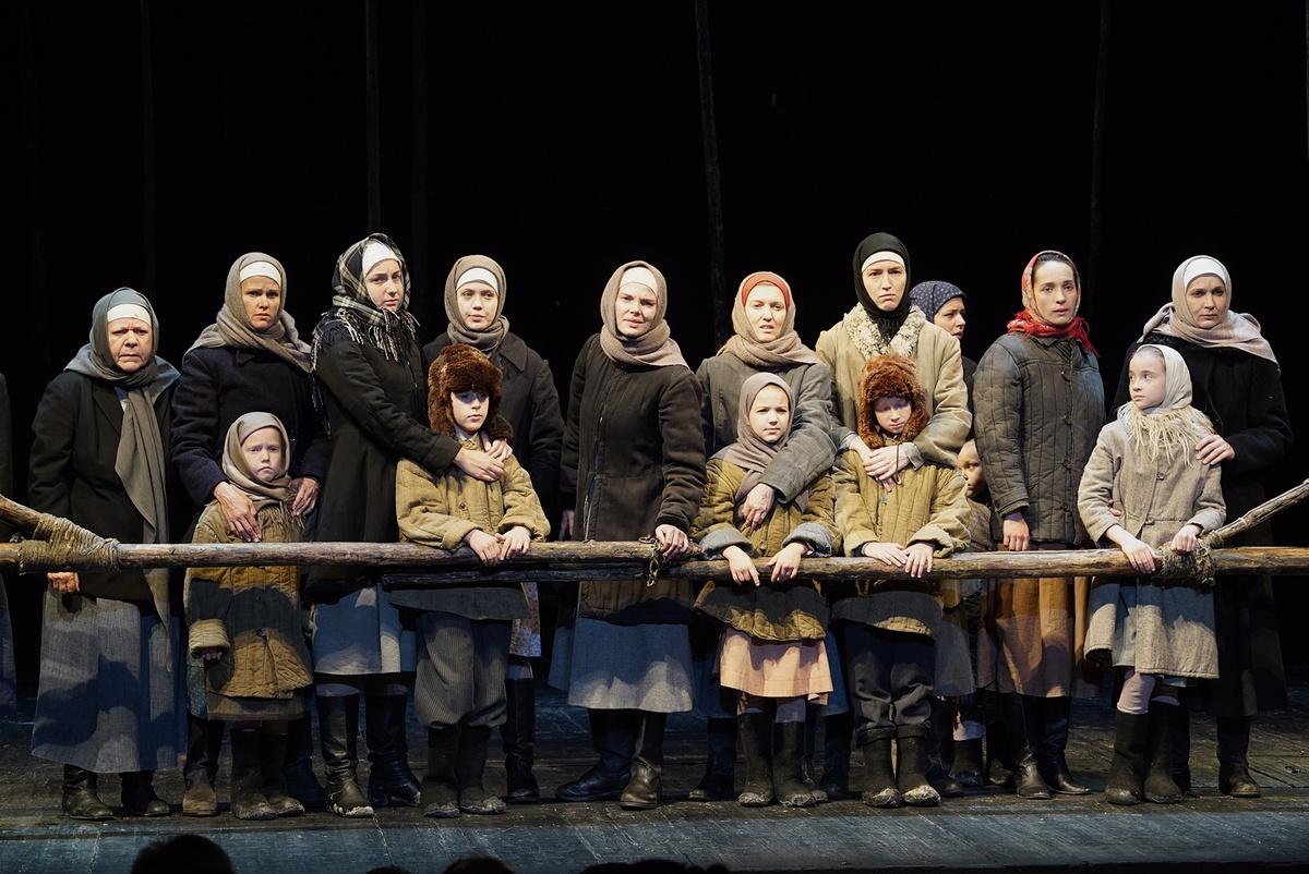 Спектакль «Братья и сёстры» МДТ Театр Европы фото